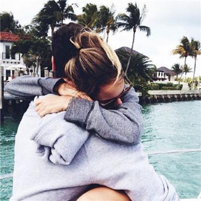 情侣拥抱亲吻头像超甜2018 你就是真正对我好的人