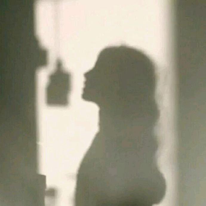 夕阳西下的小清新女孩_小清新唯美意境qq微信背景图 遇见你真好_唯美图片-QQKW个性网